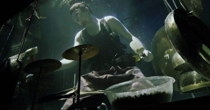 อยากแหวกแนวบ้าง นักดนตรีเดนมาร์ก เปิดประสบการณ์ใหม่ แสดงคอนเสิร์ตใต้น้ำ (คลิป)
