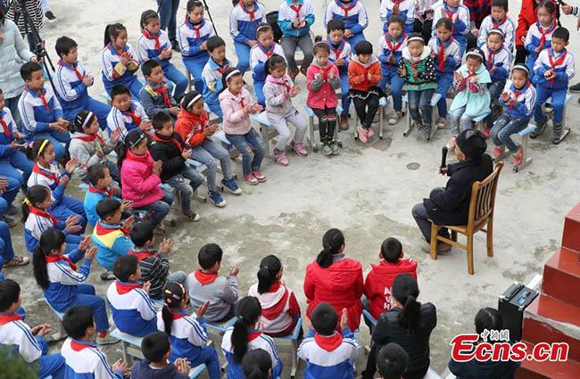 """สุดยอด!!! หัวหน้าหมู่บ้านเล็กๆ """"ใช้เวลา 36 ปี"""" ขุดคลองผ่านภูเขา 3 ลูก!! ให้ชาวบ้านกว่า 1,200 คน ได้มีน้ำใช้!!!"""