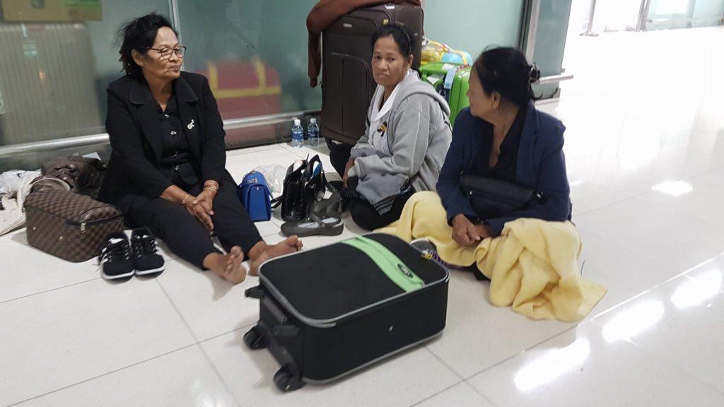 ช้ำใจ!!! เหยื่อทัวร์ญี่ปุ่นได้กระเป๋าใหม่จากลูก หวังจะให้แม่ เดินทางไปเที่ยวอย่างมีความสุข แต่กลับถูกลอยแพ
