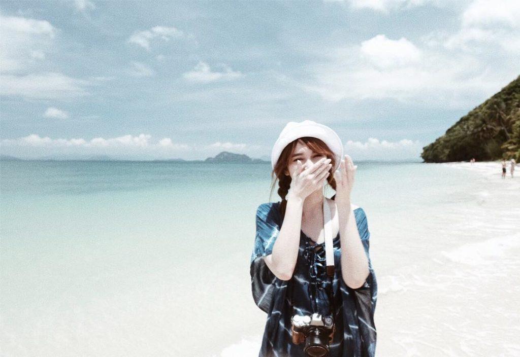 """ส่องภาพ """"แป้งโกะ"""" ควงแฟนหนุ่ม """"บิ๊ก อริยะ"""" เที่ยวรับซัมเมอร์ที่เกาะพีพี"""