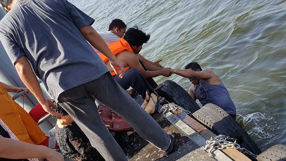 ฮีโร่ตัวจริง! หนุ่มกระโดดลงแม่น้ำเจ้าพระยา ช่วยชีวิตคุณยายที่พลัดตกจากโป๊ะท่าเรือ