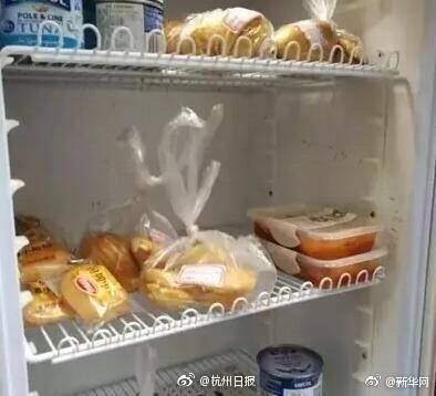 """ชีวิตดีอะไรเบอร์นั้น!!! """"ตู้เย็นแห่งความรัก"""" ตู้เย็นที่มีอาหารให้หยิบกินได้เเบบฟรีๆ!!!"""