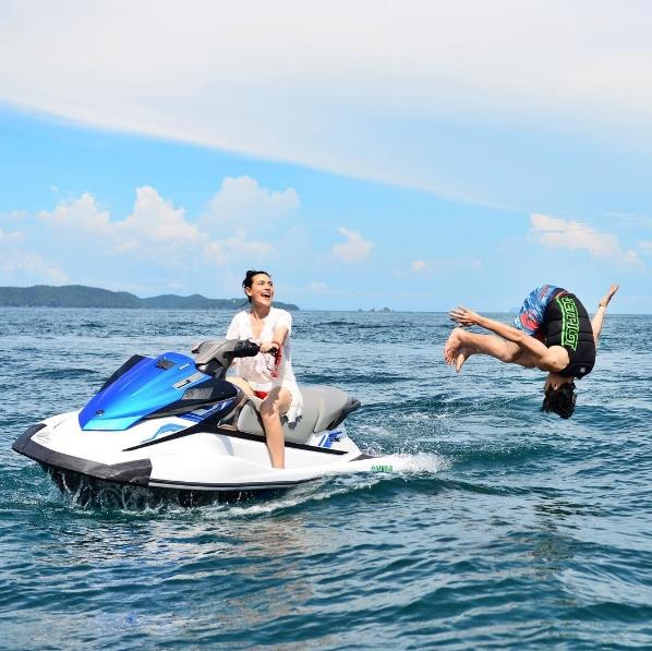 """5ภาพ หวานสุดๆ """"คิมเบอร์ลี่"""" ใส่ชุดว่ายน้ำสุดเซ็กซี่ – ควง """"หมาก"""" เที่ยวทะเล"""