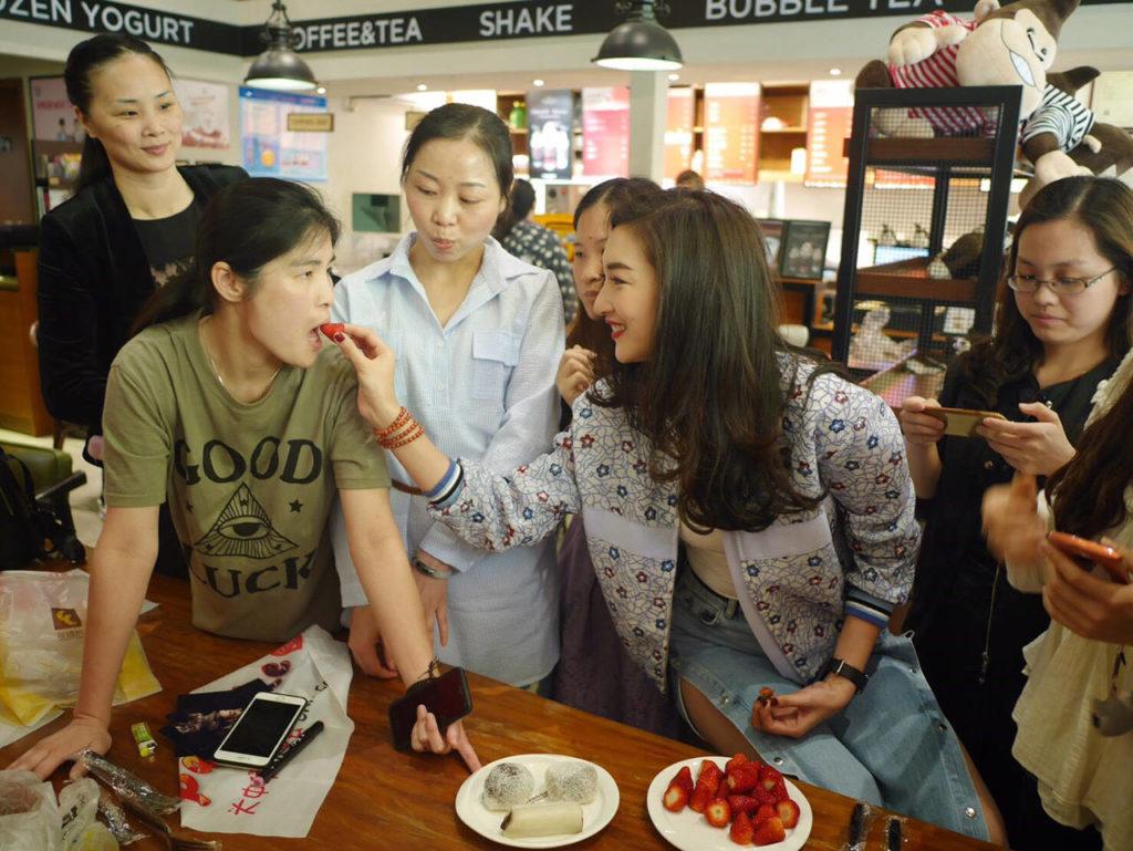 """สุดปลื้ม! """"แพนเค้ก"""" บินลัดฟ้ามีตติ้งแฟนคลับจีนไต้หวัน แถมมีเซอร์ไพรส์ให้ด้วย"""