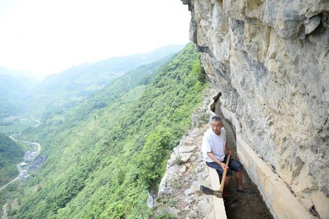 สุดยอดผู้นำ หวง ต้าฟา ใช้เวลากว่า 36 ปีในการขุดสร้างธารน้ำผ่านภูเขา 3 ลูก (ชมคลิป)