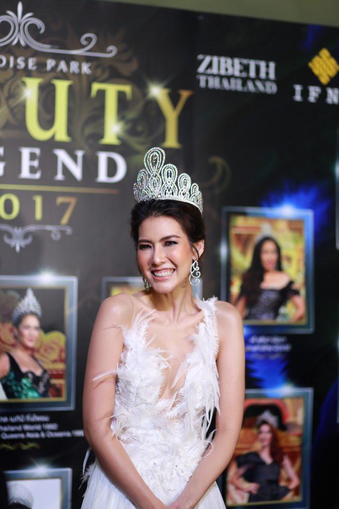 """""""ซินดี้-แนท-บุ๋ม-แก้ม"""" นำทีมความอลังการ จากตำนานถึงปัจจุบันที่การันตีด้วยมงกุฎระดับประเทศ Beauty Legend 2017"""