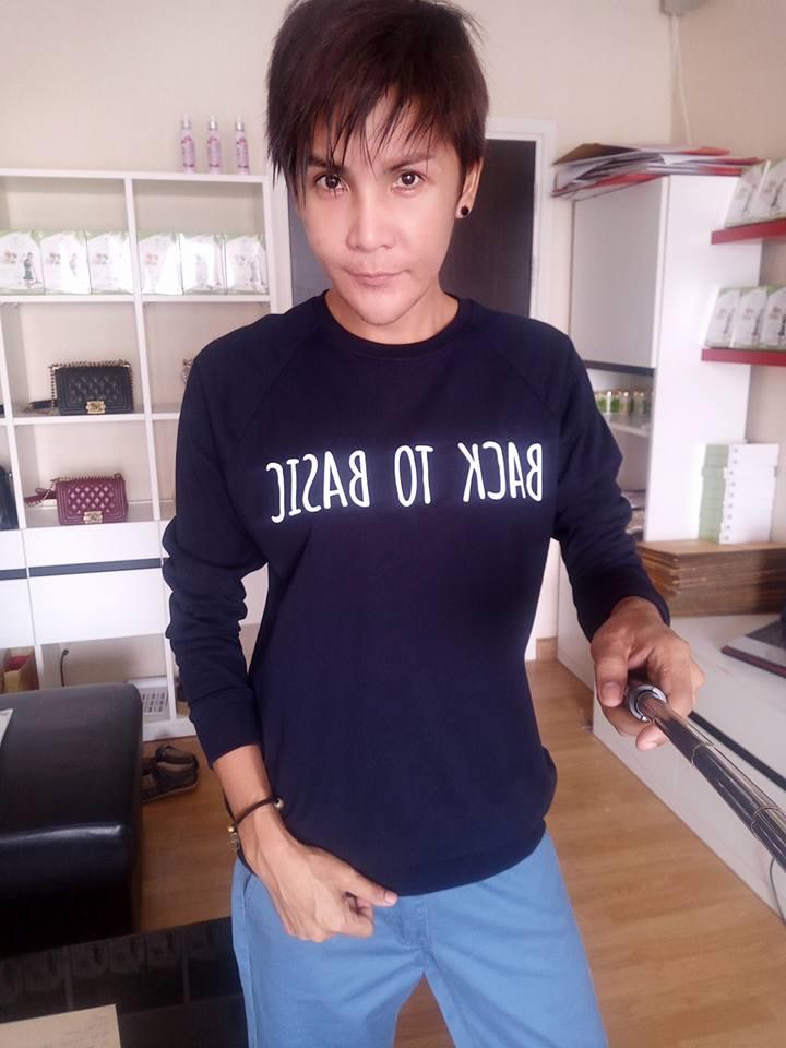 """เป็นกะเทยมา 35 ปี รู้สึกเบื่อ ตัดสินใจ """"เอานมออก"""" เพื่อเป็นเกย์ นี่คือภาพของเธอ"""
