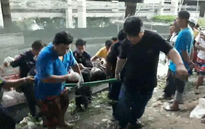 สุดทึ่ง!!! หนุ่มใช้หินถ่วงตัวเองเดินลงน้ำ นักประดาน้ำเร่งค้นหา (ชมคลิป)