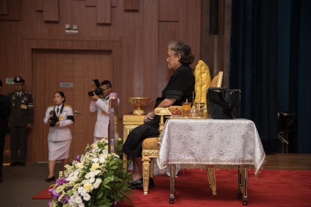 สมเด็จพระเทพรัตนราชสุดาฯ พระราชทานประกาศนียบัตร แก่ผู้บริจาคโลหิตครบ 100 ครั้ง