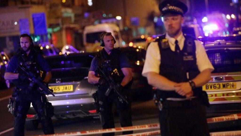 ลอนดอนผวา..อีกรอบ รถตู้ซิ่งชนผู้คนกลางเมือง ยังไม่สรุปสาเหตุ