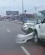 มักง่าย!!! สักแต่ว่าขับได้ ไม่ใช่ขับเป็น เก๋งโดนเสยตูดเต็มๆ! (ชมคลิป)