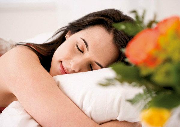 """สิ่งที่ผู้หญิงควรรู้  """"นอน"""" ท่าไหน? ทำให้หน้าสวย ผู้ชายเหลียวมอง จนคอเคล็ด!!"""