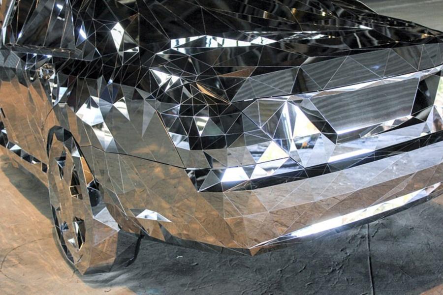 สุด! โมเดลรถหรูหราที่สร้างจากเศษสแตนเลสเงากว่า 12,000 ชิ้น สวยงามแปลกตาแต่ว่าขับไม่ได้…!