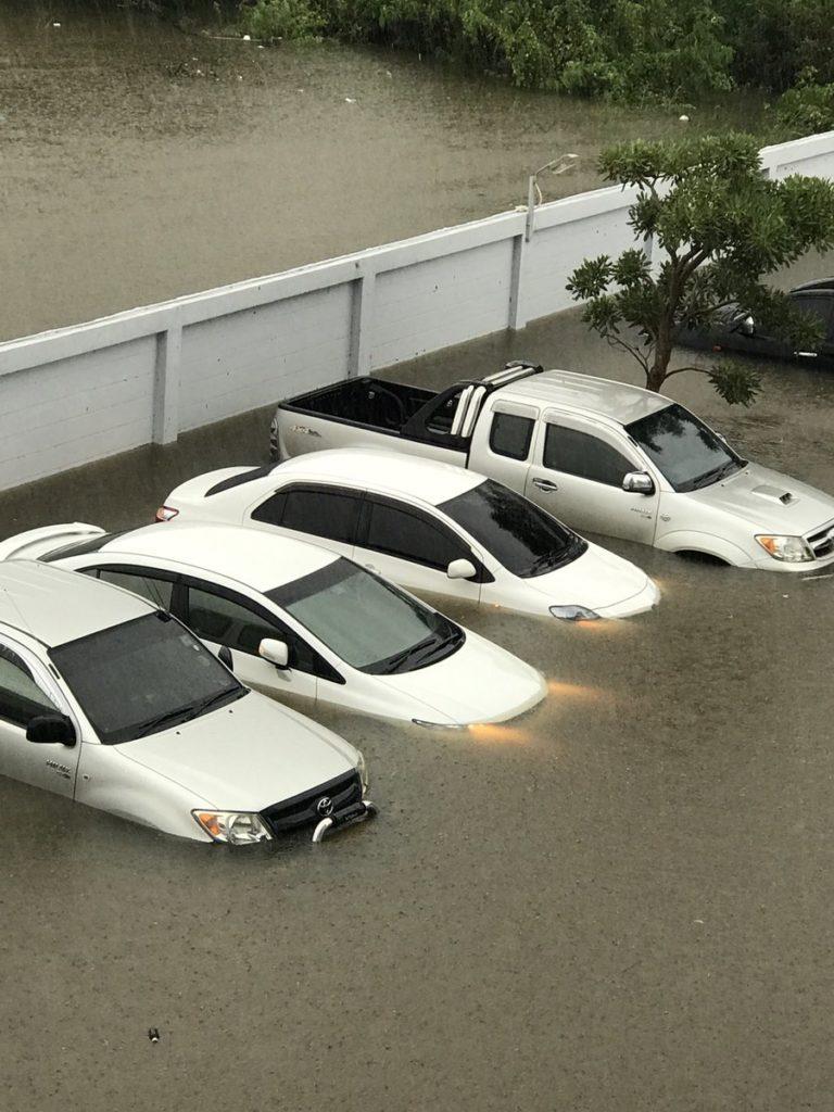 """ยังไม่หมด!!! กรมอุตุฯ เตือน 20 จังหวัด ยังอ่วมฤทธิ์ """"เซินกา"""" 1-2 วันนี้รับฝนตกหนัก-ระวังน้ำท่วม!"""