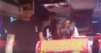 พฤติกรรมสุดแย่!!! หนุ่มเมาโวยวายบนรถทัวร์ พอตำรวจมาเรียกไปสงบสติ อ้างรู้จักคนยศพันโท (ชมคลิป)