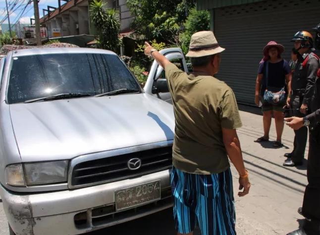 พ่อค้าวัย 72 สุดเซ็ง เจอวัตถุลึกลับหล่นจากทางด่วน จนโดนกระจกรถแตก