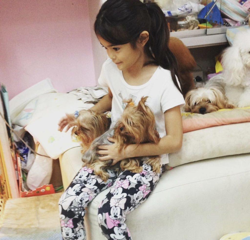 ขำหนัก!! เมื่อเห็นท่าทำการบ้านของน้องลียา นี่แหละเด็กยิม!!