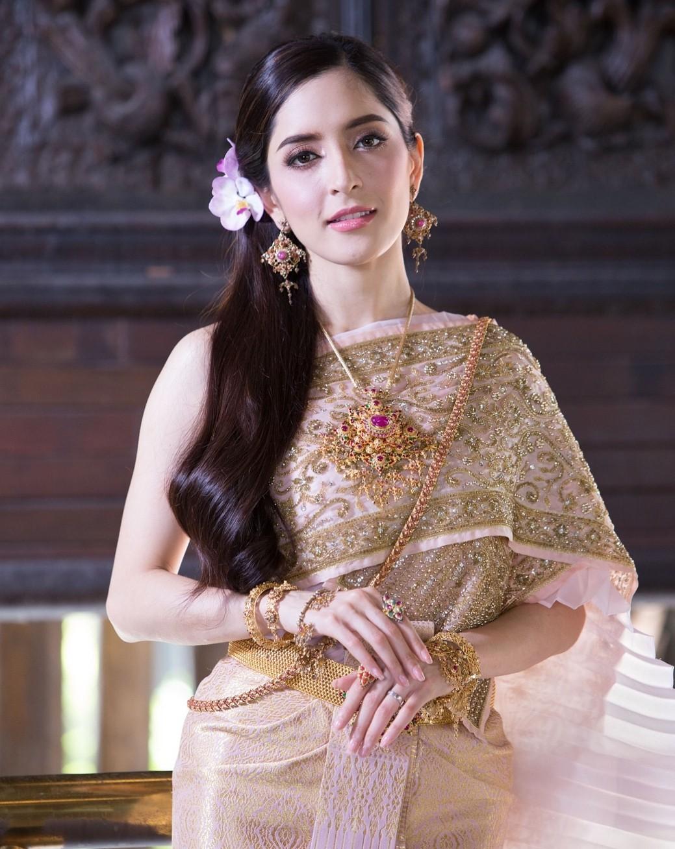 พิ้งกี้ สาวิกา ถ่ายแบบชุดไทยเวดดิ้ง งดงามมาก
