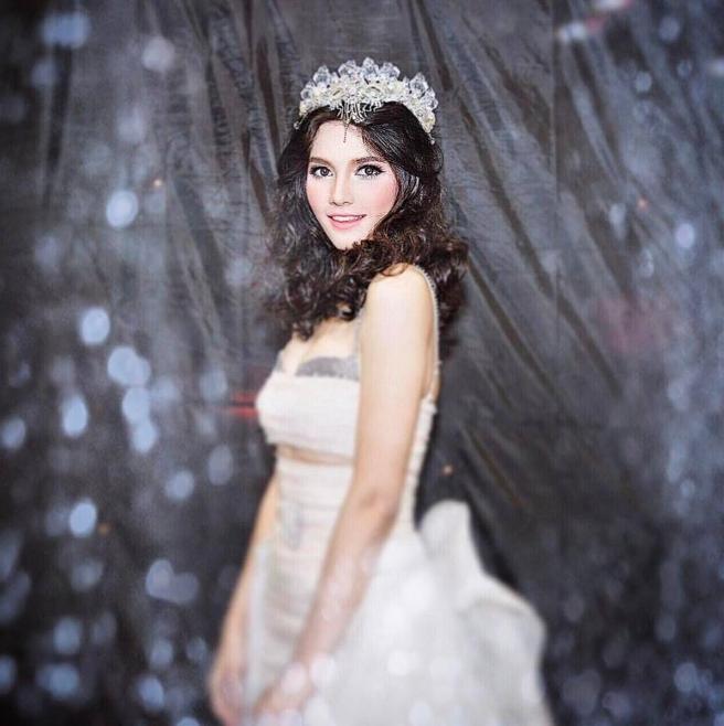 สาวหน้าสวย คริสตินา ลาซะสิมมา ตุ๊กตาบาร์บี้ของประเทศลาว