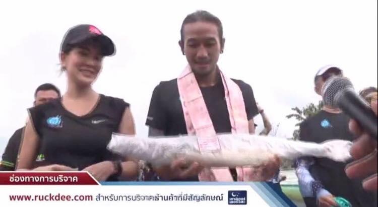 น้ำใจคนไทย! ให้ พี่ตูน ผลไม้เซ็ตใหญ่ส่งถึงมือ จะฮาหรือสงสารดี!?