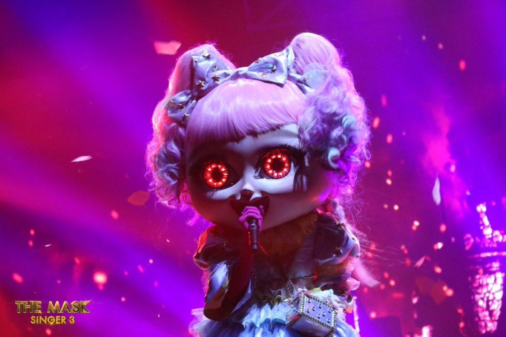 เสียดายหนักมาก! เผยโฉมหน้า หน้ากากตุ๊กตา คืออดีตนักร้องวัยรุ่นชื่อดังคนนี้? (ชมคลิป)
