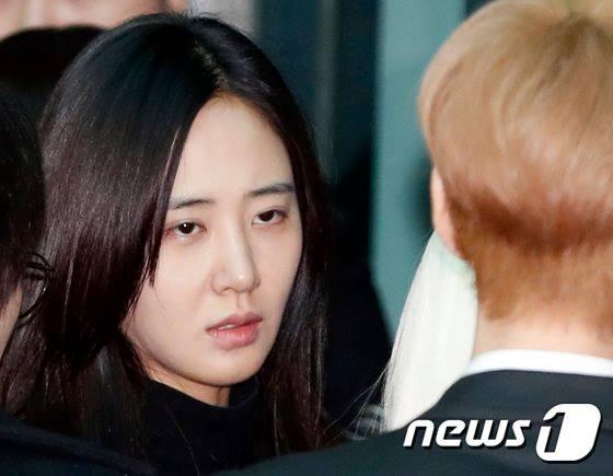 ภาพความโศกเศร้า SNSD ร่วมพิธีส่งศพจงฮยอน SHINee เป็นครั้งสุดท้าย
