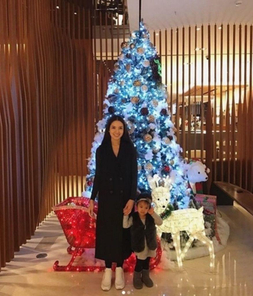 ดีต่อใจ!! คุณแม่แอฟ โผล่กดLike หลัง สงกรานต์ โพสต์คลิปกับ น้องปีใหม่ (ชมคลิป)