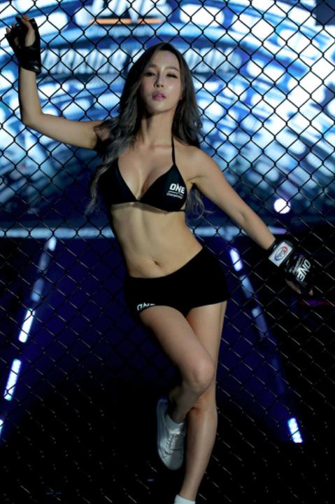 จัดว่าเด็ด  ส่องภาพสาว ลี จีนา ริงเกิร์ลสาว ONE Championship หุ่นดีเวอร์