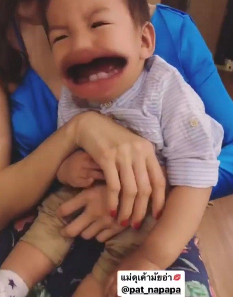 มาดู! ปฏิกิริยา เฮียเรซซิ่ง เมื่อคุณแม่แพท ดุ ก็จะร้องไห้หนักแบบนี้? (ชมคลิป)