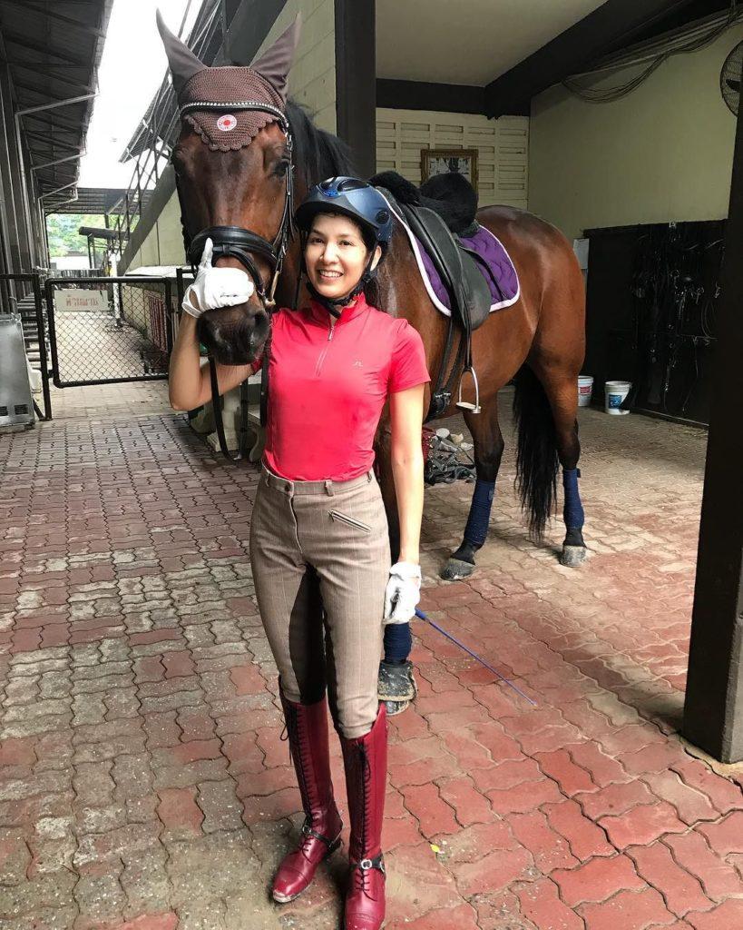 ติดดินสุดๆ งานอดิเรก ของดาราสาวรุ่นใหญ่ เป็บขี้ม้า