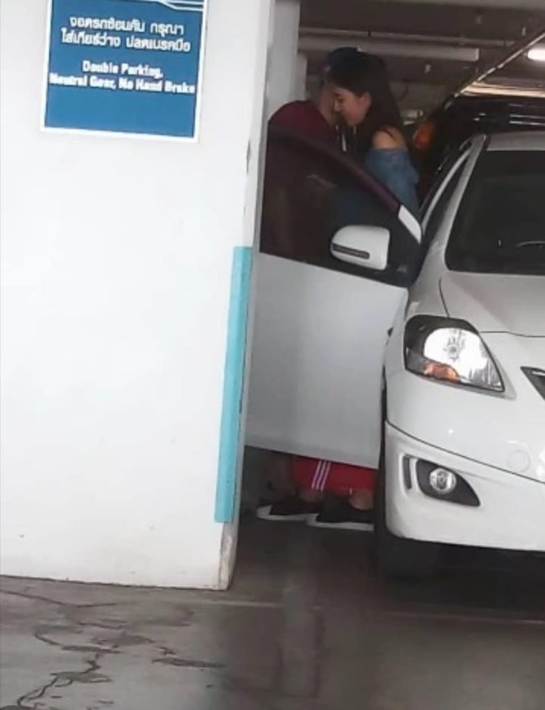 Oop! ปาปารัซซี่แอบถ่าย  น้องเบลล์  ลูกสาว  แก้ว  อภิรดี  นัวแฟนหนุ่มกลางห้าง  มีต่อก๊อก2 ที่ลานจอดรถ