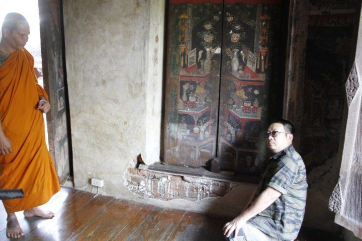 คนไทยขาดจิตสำนึกเที่ยวกันอย่างไม่มีสติ แห่นั่งขอบหน้าต่างโบราณจนเสียหาย !!