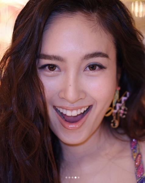 สวยตาแตก!! ปอย ตรีชฎา กับการไปงานที่ฮ่องกง