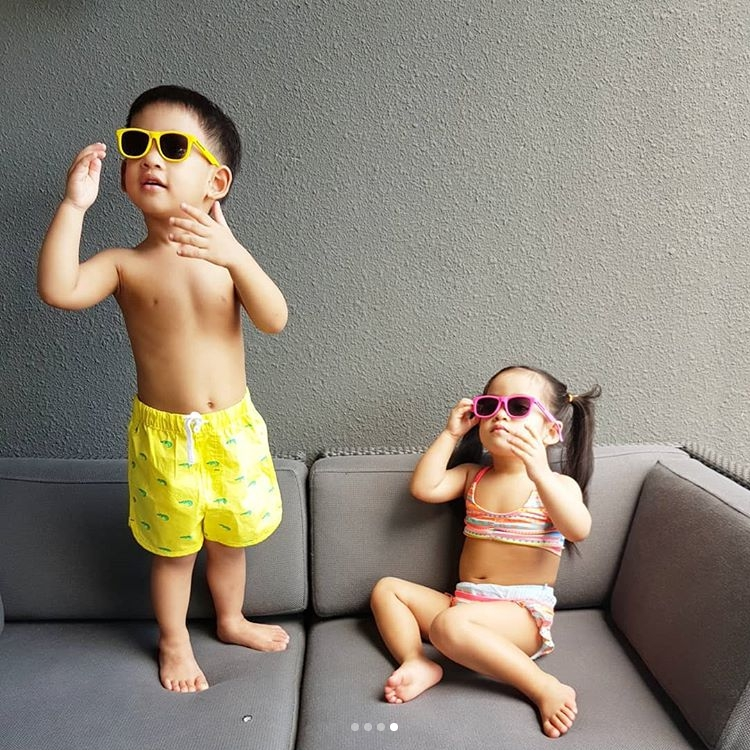 มาแจกความสดใส! น้องอลิน – น้องอลัน อวดชุดว่ายน้ำสุดเซ็กซี่ น่าเอ็นดูมากเลยลูก! (ชมคลิป)