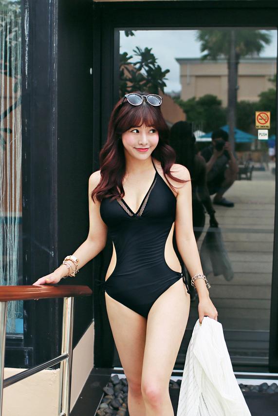 หุ่นแซ่บต้อนรับหน้าร้อนกันเถอะ !! ว่าคุณเหมาะจะใส่ชุดว่ายน้ำแบบไหน ??