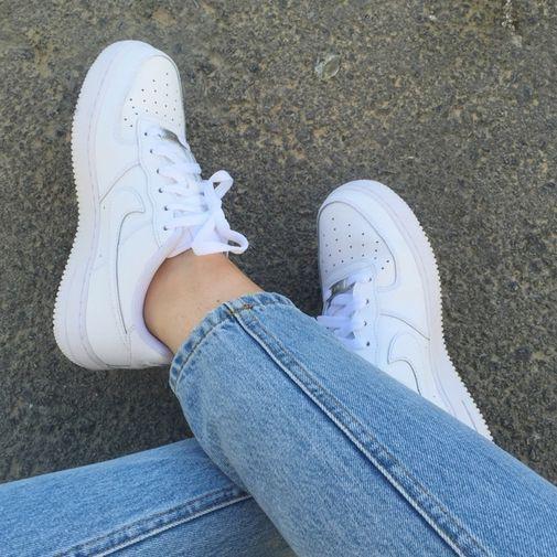 สาวๆควรมีไว้ในครอบครองกับ 10 รองเท้าผ้าใบสุดฮิตต้องโดน !!
