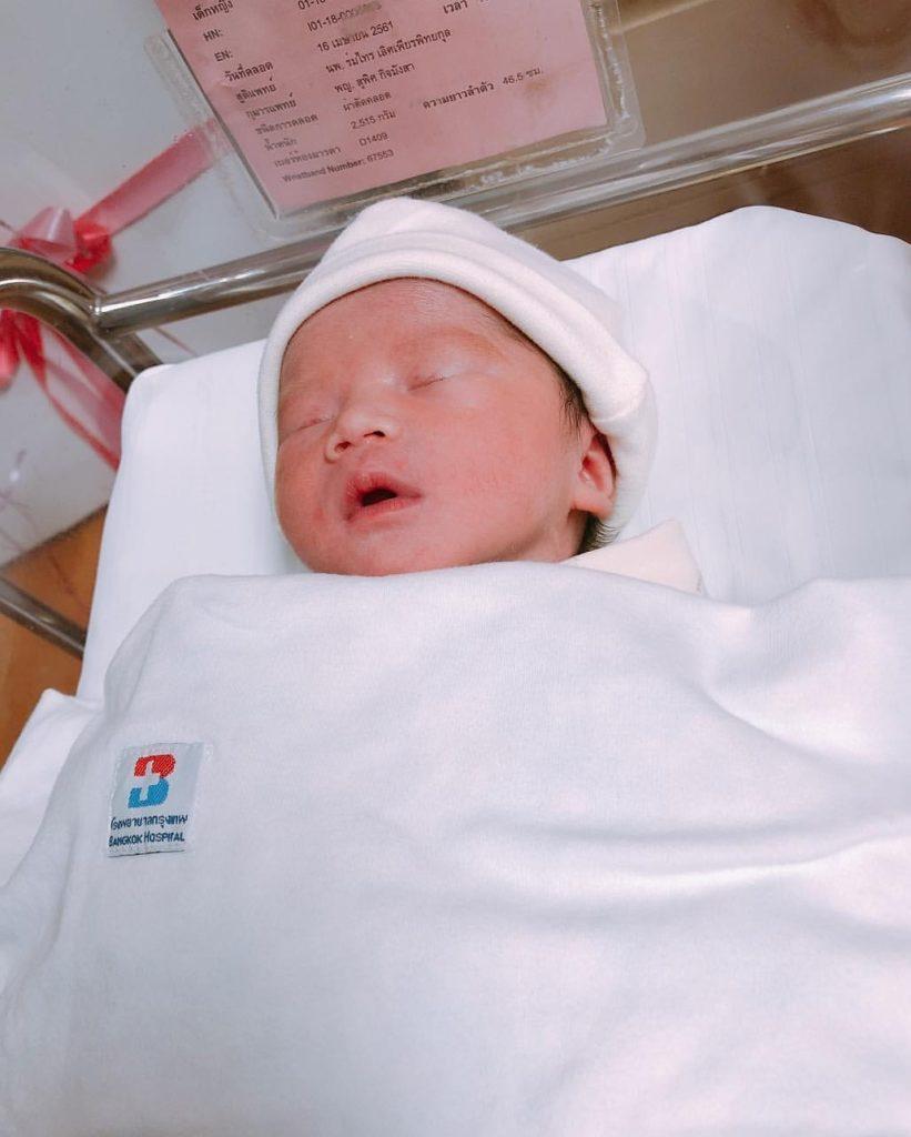 ยลโฉม!!  น้องเมษา  ลูกสาวคนที่ 3  ของเน็ตไอดอลชื่อดัง  อ๊อฟฟี่  แม็กซิม  น่ารักน่าชังสุดๆ