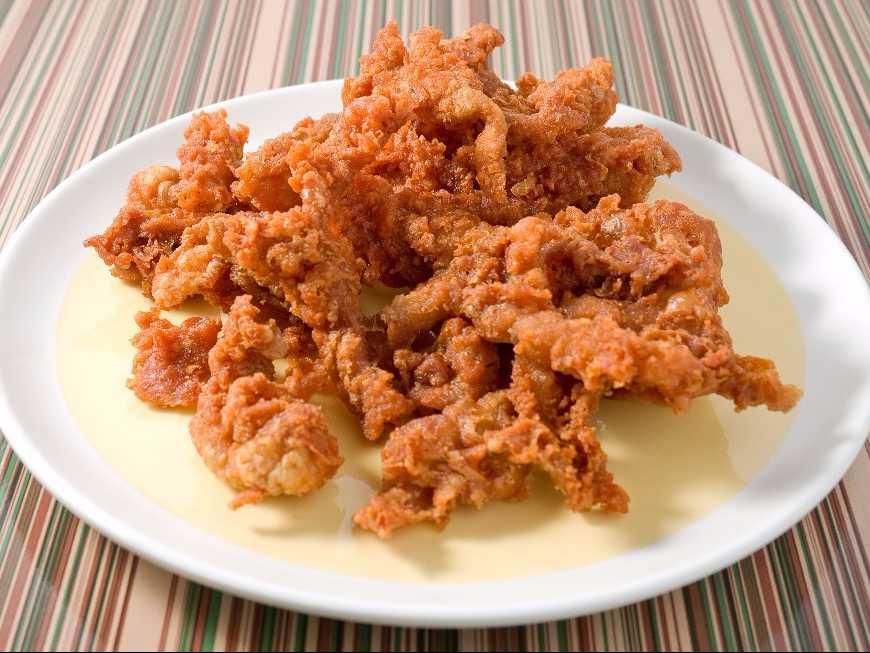 หนังไก่ทอด อาหารทานเล่น กรอบ อร่อย เคี้ยวเพลิน