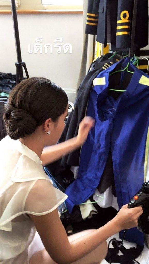 ญาญ่า ช่วยยันเบื้องหลัง อาสาช่วยกองถ่ายรีดผ้า แถมแบกของหนัก