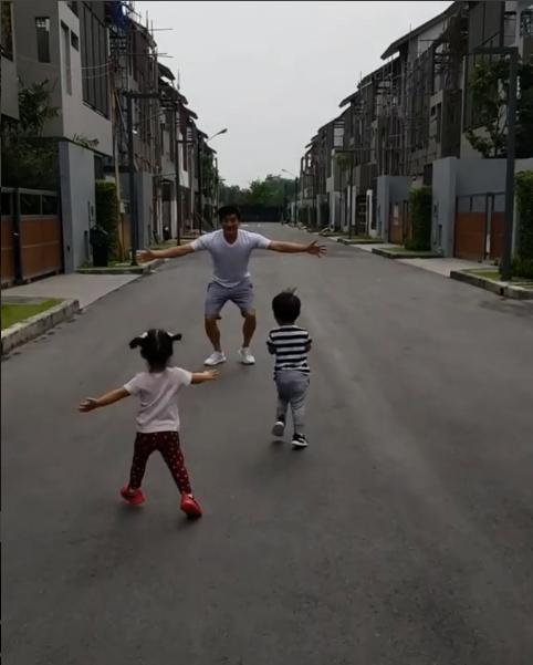 เมื่อ น้องอลิน-อลัน อยากวิ่งเล่น พ่อโอ๊ค พ่อก็จัดให้ งานนี้บอกเลยสงสารพ่อ! (ชมคลิป)