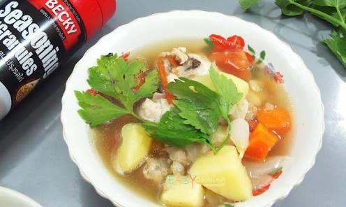 ซุปไก่กับมันฝรั่ง ซดน้ำซุปร้อนๆ หอมกลิ่นเครื่องเทศ ฟินสุดๆ