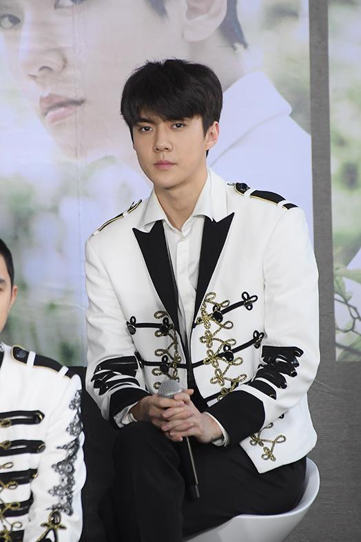 [ประมวลภาพ] 'EXO' บอยแบนด์แดนโสม ที่ได้ชื่อว่าเป็นราชาแห่งวง K-POP (18 รูป)