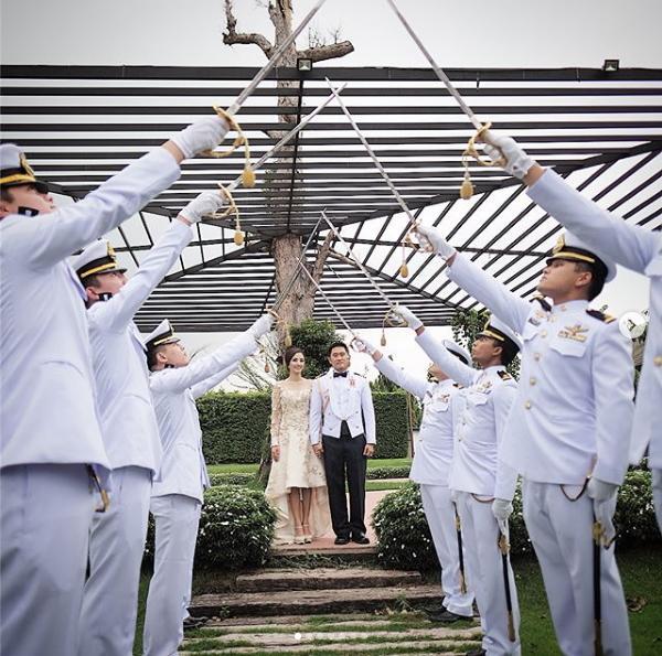 ภาพเเสนอบอุ่น กุญแจซอล ป่านทอทอง หวนคิดถึงโพสต์ภาพครบรอบแต่งงาน 1 ปี