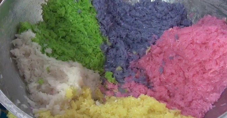 ข้าวเหนียวมูน 5 สี ที่ทำจากสีธรรมชาติ สีสันชวนให้น่ารับประทาน
