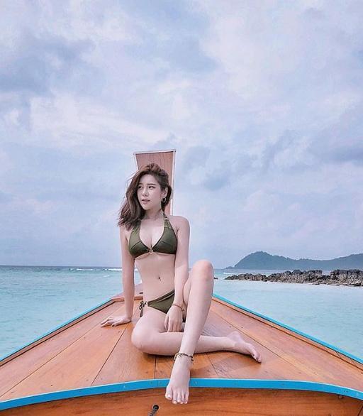 ลุ้นหัวใจแทบวาย!!!  นุ๊กซี่  แฟนสาว  ปู แบล็คเฮด  ลงคลิปเปลี่ยนชุดว่ายน้ำกลางแจ้ง (ชมคลิป)