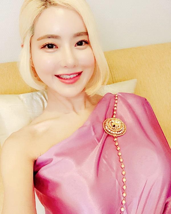 ยังเซ็กซี่อยู่ ดีเจโซดา ในชุดไทย สไบกลีบบัว