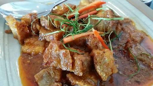 ฉู่ฉี่หมูกรอบ เมนูอาหารไทยที่ใครๆก็ทำได้