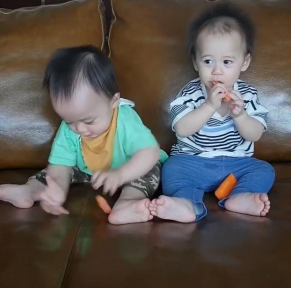 เมนูผักวันนี้!! แม่ชมให้น้องแฝด สัมผัสแครอท และนี่คืออาการของเด็กทั้งสอง(ชมคลิป)