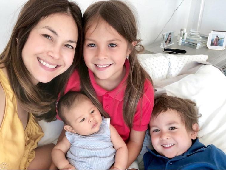 ลูก 3 แล้วจริงหรือ! พอลล่า ใส่ชุดว่ายน้ำอุ้ม น้องเอลล่า