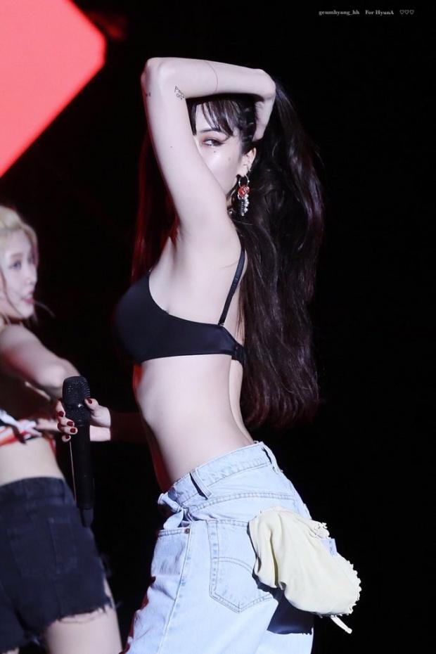 ยอมใจ ฮยอนอา ถอดเสื้อโชว์เหลือแต่บรากลางเวที!